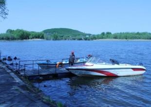 Покатушки на лодках по озеру
