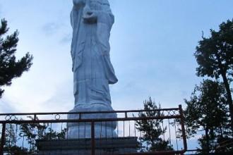 Статуя богине Гуаньинь